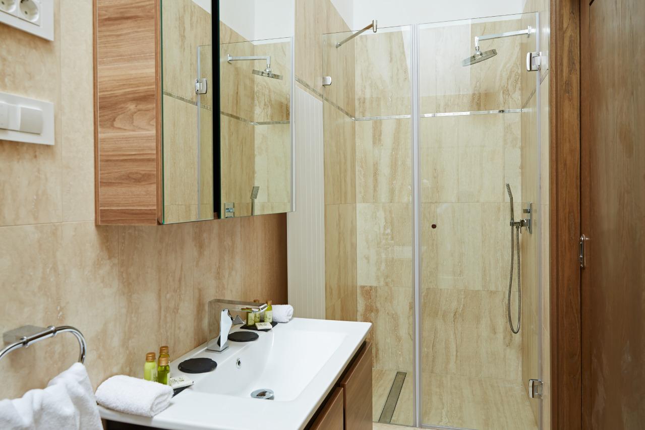 Egyágyas fürdőszoba